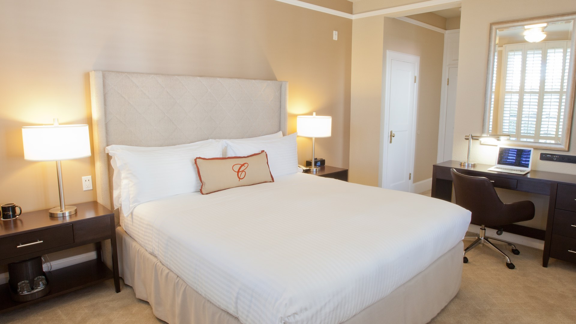 Cardinal Hotel Deluxe Style guest room